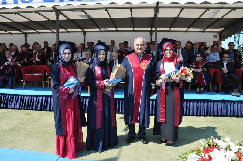 http://www.omu.edu.tr/sites/default/files/files/the_faculty_of_science_and_letters_graduates_989_students/dsc_0206.jpg