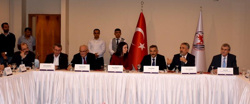 http://www.omu.edu.tr/sites/default/files/files/universite_danisma_kurulu_samsun_ve_bilim_icin_bir_arada/dsc_7016.jpg