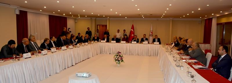 http://www.omu.edu.tr/sites/default/files/files/universite_danisma_kurulu_samsun_ve_bilim_icin_bir_arada/dsc_7020.jpg