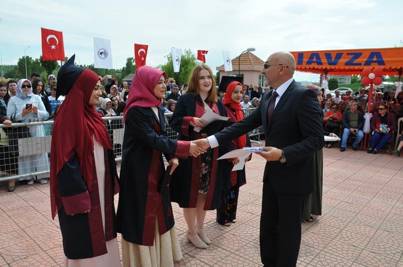 http://www.omu.edu.tr/sites/default/files/files/vezirkopru_havza_ve_kavak039da_mezuniyet_coskusu/dsc_0123.jpg