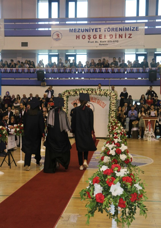 http://www.omu.edu.tr/sites/default/files/files/yasar_dogu_spor_bilimleri_fakultesinde_renkli_mezuniyet/img_7279.jpg