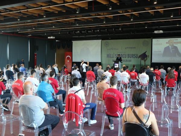 Protokol gereği, millî sporcular yüzde 100 burs ile birlikte hem spor faaliyetlerini hem de öğrenim faaliyetlerini bir arada yürütecek.