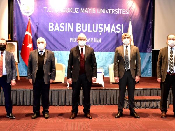 OMÜ yönetimi.Soldan sağa: Prof. Dr. Fehmi Yazıcı, Prof. Dr. Recep Sancak, Prof. Dr. Yavuz Ünal, Prof. Dr. Cengiz Batuk, Prof. Dr. Hüseyin Gençcelep